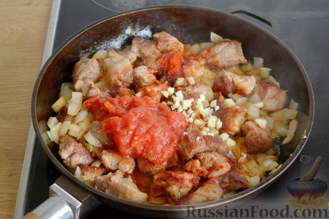 Фото приготовления рецепта: Гуляш из свинины, с черносливом - шаг №6