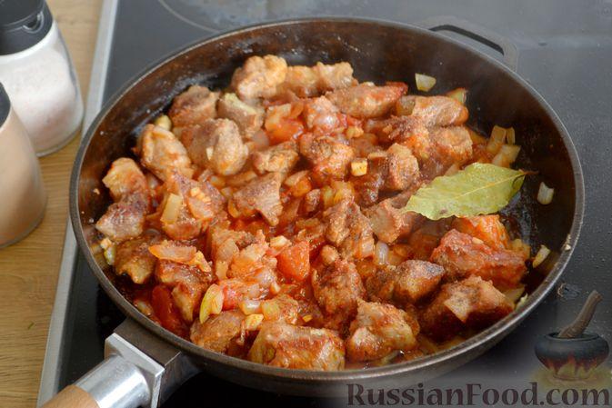 Фото приготовления рецепта: Гуляш из свинины, с черносливом - шаг №7