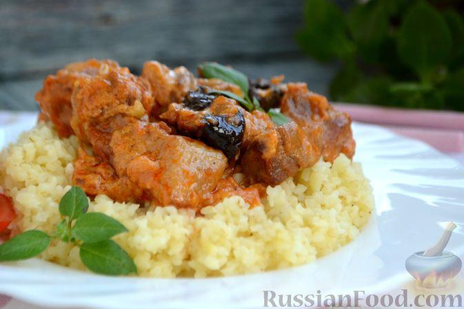 Фото приготовления рецепта: Гуляш из свинины, с черносливом - шаг №14