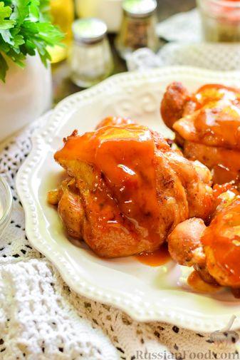 Фото приготовления рецепта: Куриные бёдрышки, тушенные в яблочном соке - шаг №13