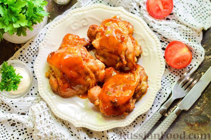 Фото приготовления рецепта: Куриные бёдрышки, тушенные в яблочном соке - шаг №14