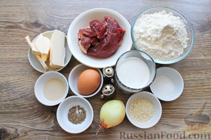 Фото приготовления рецепта: Дрожжевые бублики с кунжутом, с мясной начинкой - шаг №1