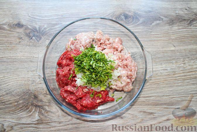 Фото приготовления рецепта: Мясные котлеты со шпинатом (в духовке) - шаг №5