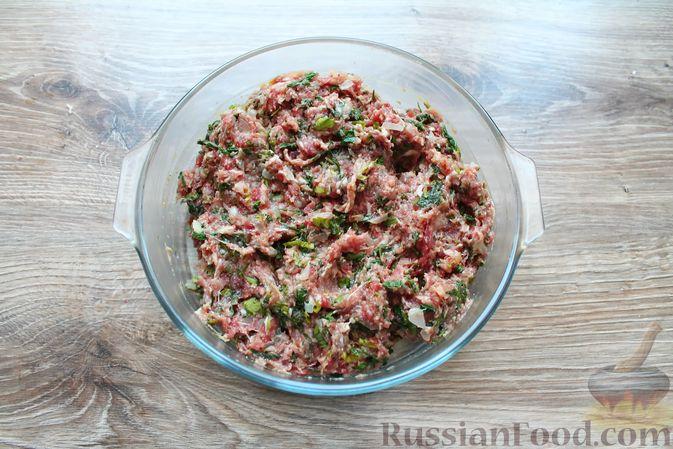 Фото приготовления рецепта: Мясные котлеты со шпинатом (в духовке) - шаг №11