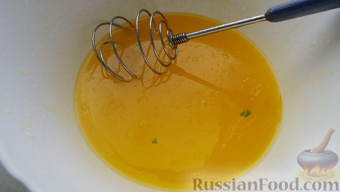 Фото приготовления рецепта: Свинина, запечённая в рукаве, с соусом из чеснока, зелени и лимона - шаг №12