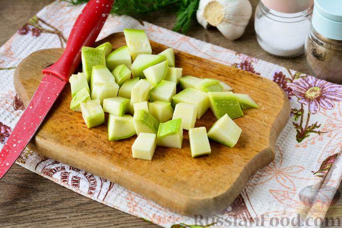 Фото приготовления рецепта: Рагу с кабачком, картошкой, капустой и сосисками - шаг №6