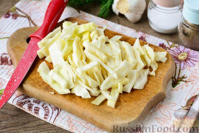 Фото приготовления рецепта: Рагу с кабачком, картошкой, капустой и сосисками - шаг №7