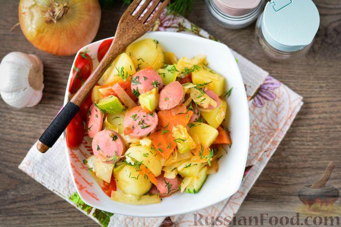 Фото приготовления рецепта: Рагу с кабачком, картошкой, капустой и сосисками - шаг №14