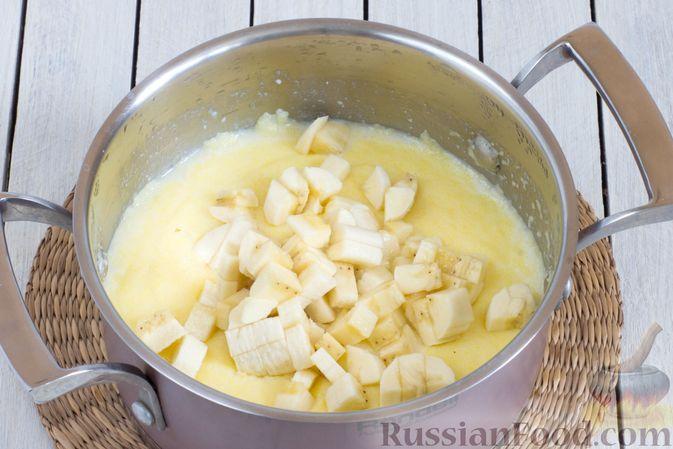 Фото приготовления рецепта: Молочная кукурузная каша с бананом - шаг №5