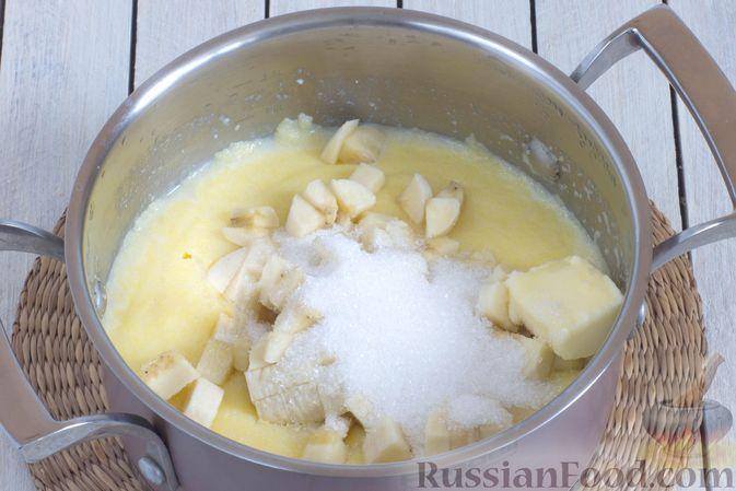 Фото приготовления рецепта: Молочная кукурузная каша с бананом - шаг №6