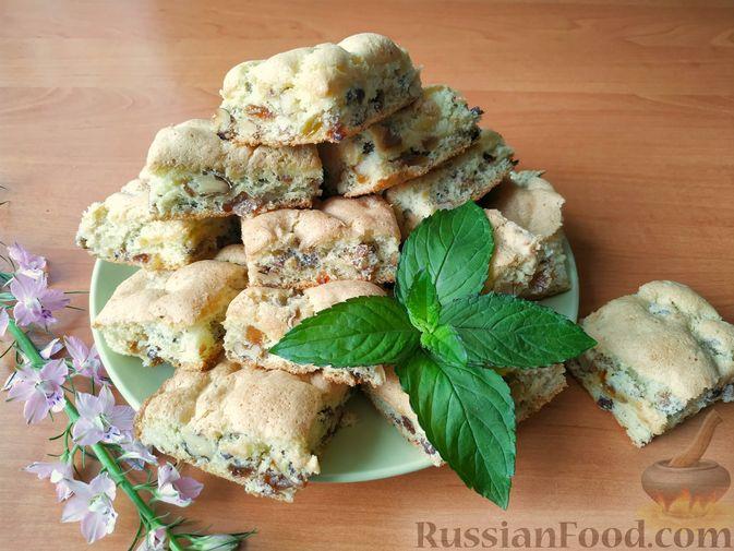 """Фото к рецепту: Мягкое печенье """"Мазурка"""" с орехами и изюмом"""