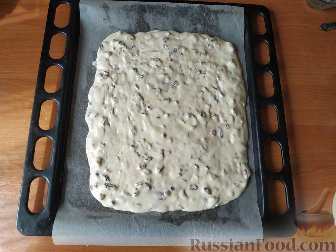 """Фото приготовления рецепта: Мягкое печенье """"Мазурка"""" с орехами и изюмом - шаг №7"""