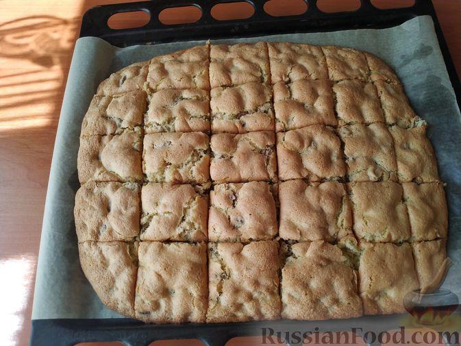 """Фото приготовления рецепта: Мягкое печенье """"Мазурка"""" с орехами и изюмом - шаг №8"""