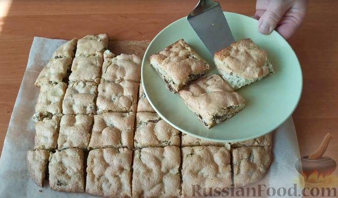 """Фото приготовления рецепта: Мягкое печенье """"Мазурка"""" с орехами и изюмом - шаг №9"""