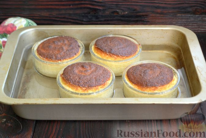Фото приготовления рецепта: Лимонные пирожные - шаг №14