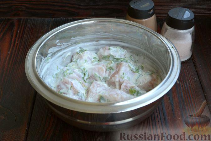 Фото приготовления рецепта: Шашлычки из куриного филе в йогуртовом маринаде, с беконом - шаг №5