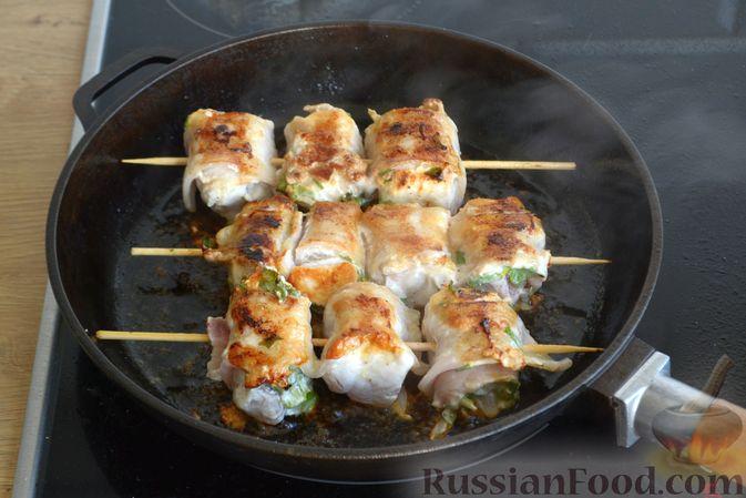 Фото приготовления рецепта: Шашлычки из куриного филе в йогуртовом маринаде, с беконом - шаг №10