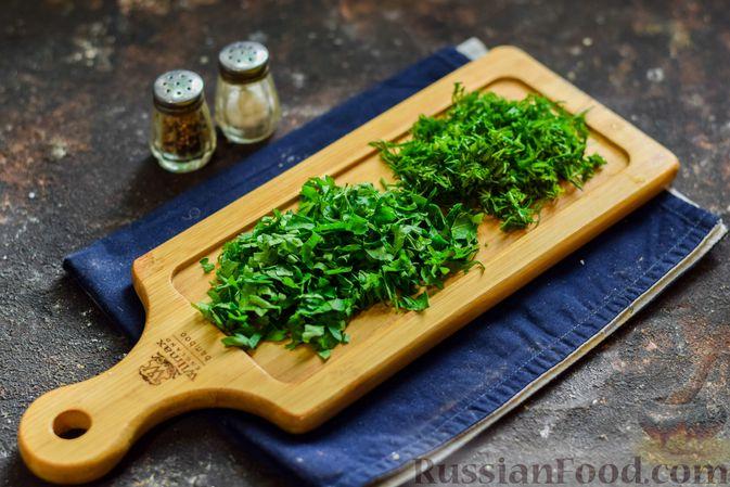 Фото приготовления рецепта: Кабачки с помидорами и зеленью, тушенные в сметане - шаг №4