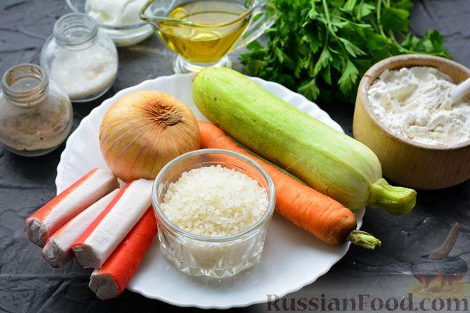 Фото приготовления рецепта: Тефтели из риса и крабовых палочек, запечённые в овощном соусе - шаг №1
