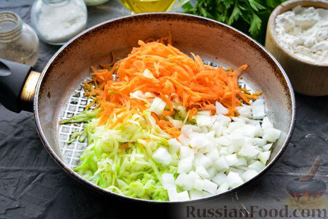 Фото приготовления рецепта: Тефтели из риса и крабовых палочек, запечённые в овощном соусе - шаг №5