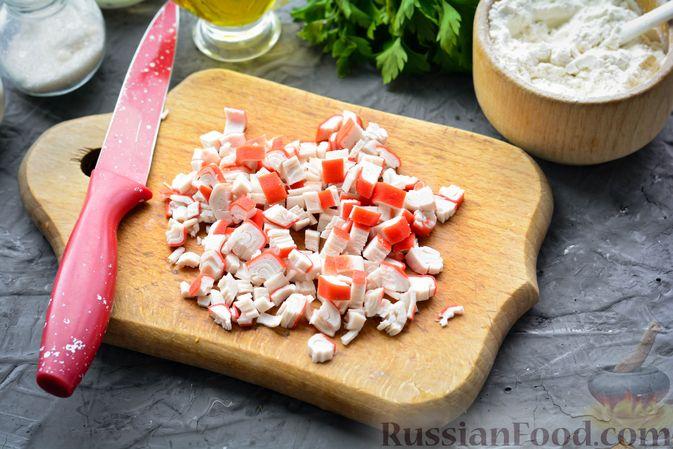 Фото приготовления рецепта: Тефтели из риса и крабовых палочек, запечённые в овощном соусе - шаг №9