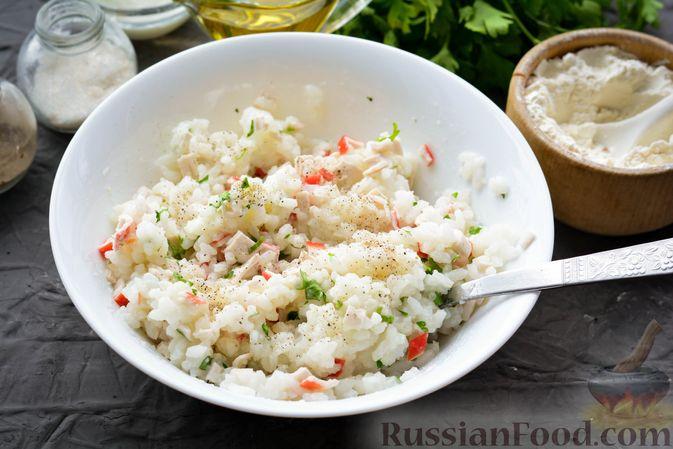 Фото приготовления рецепта: Тефтели из риса и крабовых палочек, запечённые в овощном соусе - шаг №11