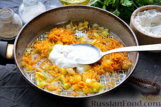 Фото приготовления рецепта: Тефтели из риса и крабовых палочек, запечённые в овощном соусе - шаг №7