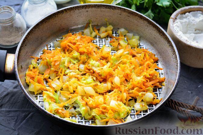 Фото приготовления рецепта: Тефтели из риса и крабовых палочек, запечённые в овощном соусе - шаг №6