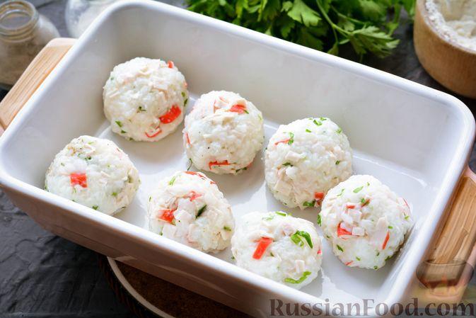 Фото приготовления рецепта: Тефтели из риса и крабовых палочек, запечённые в овощном соусе - шаг №12