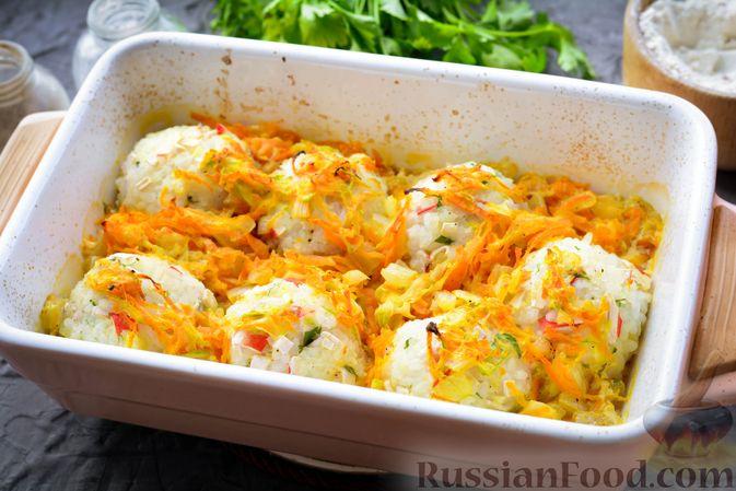 Фото приготовления рецепта: Тефтели из риса и крабовых палочек, запечённые в овощном соусе - шаг №14