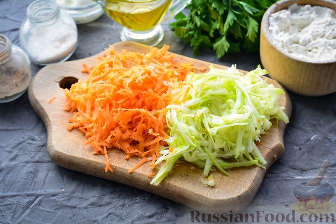 Фото приготовления рецепта: Тефтели из риса и крабовых палочек, запечённые в овощном соусе - шаг №4