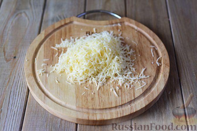 Фото приготовления рецепта: Картофельные ньокки со сливочно-сырным соусом с грибами - шаг №7