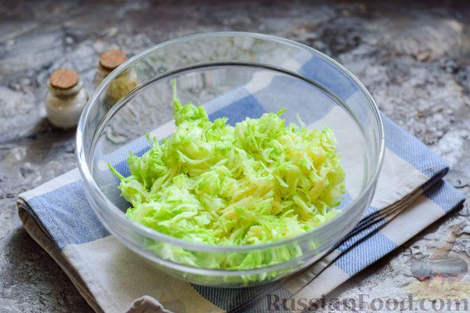 Фото приготовления рецепта: Запеканка из кабачка, моркови и овсяных хлопьев - шаг №2