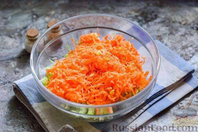 Фото приготовления рецепта: Запеканка из кабачка, моркови и овсяных хлопьев - шаг №3