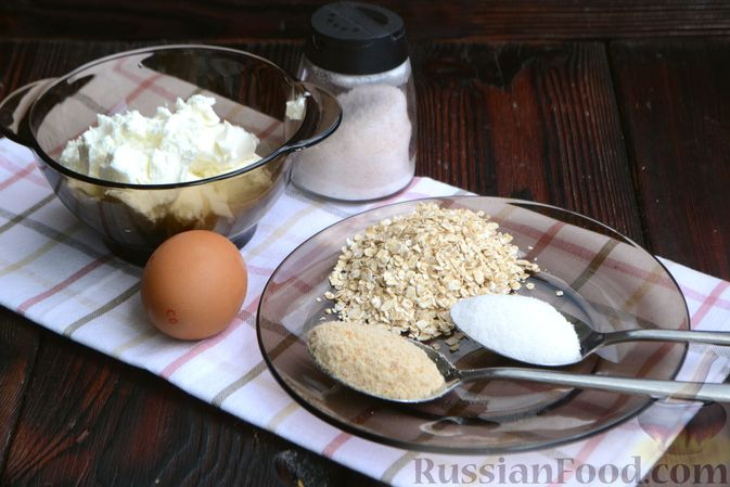 Фото приготовления рецепта: Сырники с овсяными хлопьями - шаг №1