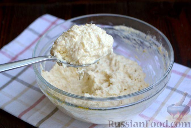 Фото приготовления рецепта: Сырники с овсяными хлопьями - шаг №4