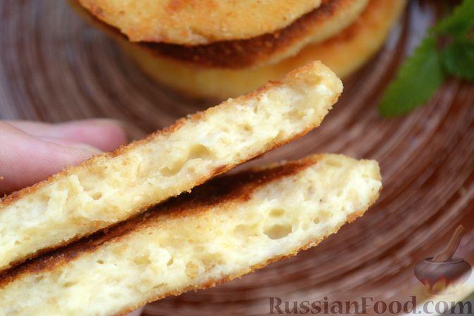 Фото приготовления рецепта: Сырники с овсяными хлопьями - шаг №10