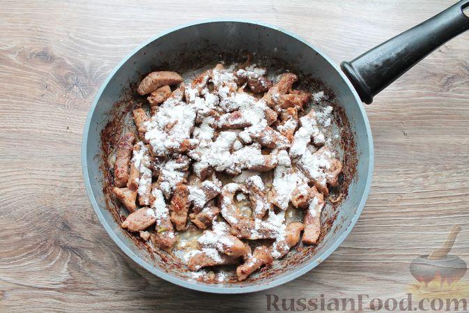 Фото приготовления рецепта: Бефстроганов из свинины в сливочно-томатном соусе - шаг №10