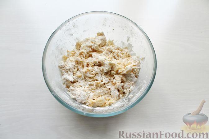 Фото приготовления рецепта: Дрожжевые пирожки со щавелем - шаг №6