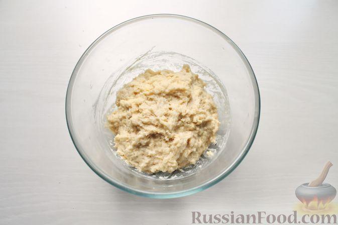 Фото приготовления рецепта: Дрожжевые пирожки со щавелем - шаг №9