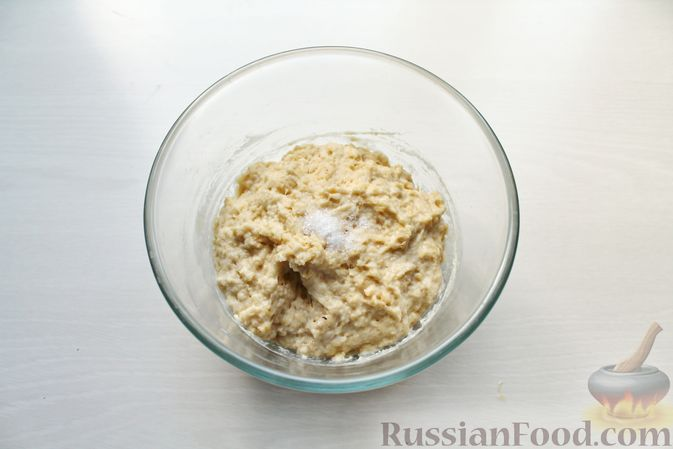 Фото приготовления рецепта: Дрожжевые пирожки со щавелем - шаг №10
