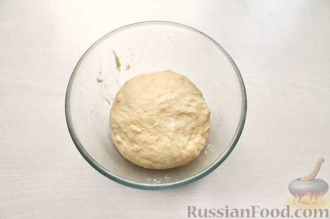 Фото приготовления рецепта: Дрожжевые пирожки со щавелем - шаг №13