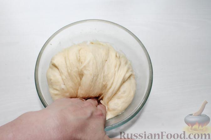 Фото приготовления рецепта: Дрожжевые пирожки со щавелем - шаг №19