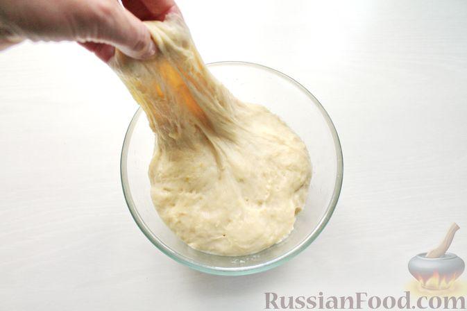 Фото приготовления рецепта: Дрожжевые пирожки со щавелем - шаг №15
