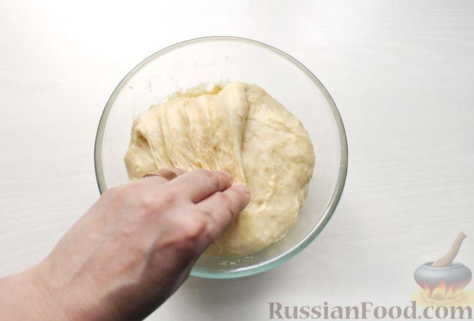 Фото приготовления рецепта: Дрожжевые пирожки со щавелем - шаг №16