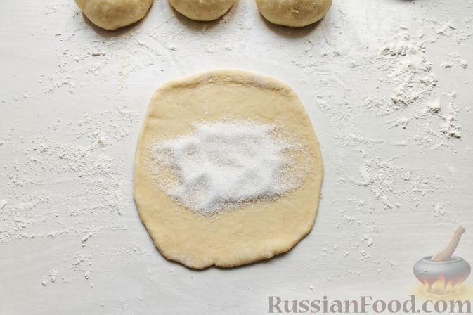 Фото приготовления рецепта: Дрожжевые пирожки со щавелем - шаг №22