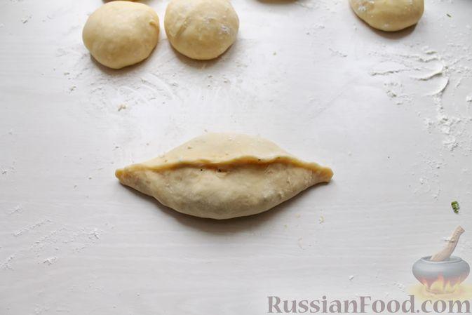 Фото приготовления рецепта: Дрожжевые пирожки со щавелем - шаг №24