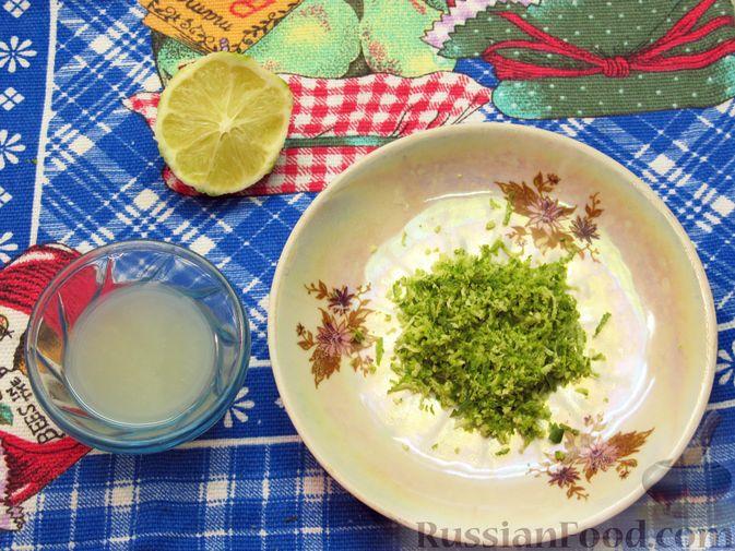 Фото приготовления рецепта: Салат из огурцов и помидоров, с мятой и лаймом - шаг №3