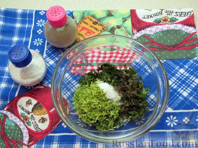 Фото приготовления рецепта: Салат из огурцов и помидоров, с мятой и лаймом - шаг №4