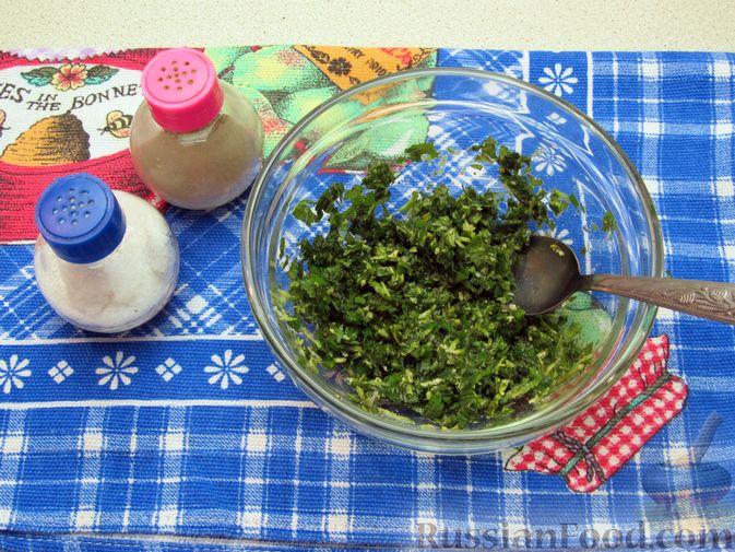 Фото приготовления рецепта: Салат из огурцов и помидоров, с мятой и лаймом - шаг №5